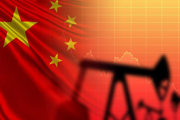 Flag of the People's Republic of China, oil pumps and a falling scale (copyright by Shutterstock/FOTOGRIN)