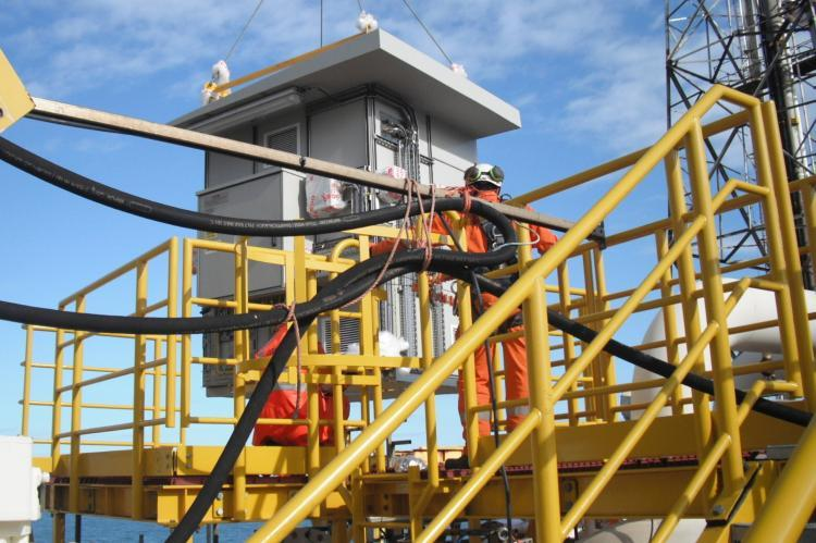 An Intertec GRP shelter being installed on the North Sea platform. (Copyright by INTERTEC)
