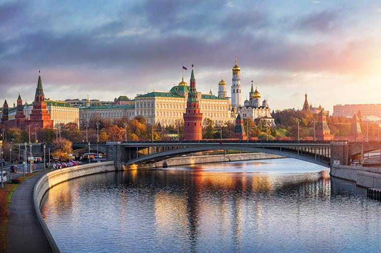 Kremlin in the morning sun (copyright by Shutterstock/Baturina Yuliya)