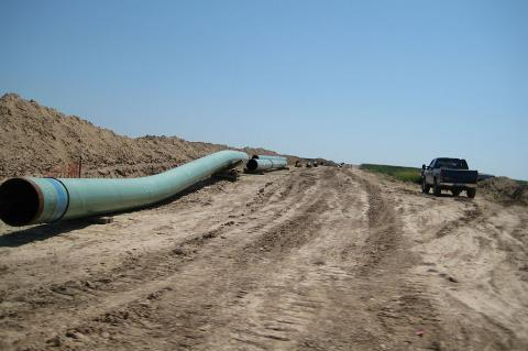 To Build or Not To Build?  Keystone XL Struggling With Its Future (shannonpatrick17 / CC BY 2.0)