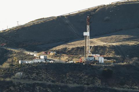 Aliso Canyon gas leak site (© 2015 Scott L from Los Angeles, United States of America (1_D4C1832) [CC BY-SA 2.0])