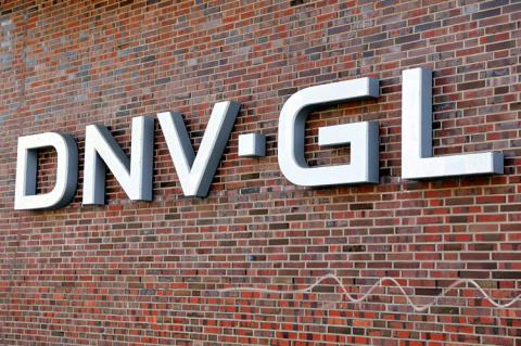 Company nameplate at the Hamburg office of DNV GL (copyright by Shutterstock/Hieronymus Ukkel)