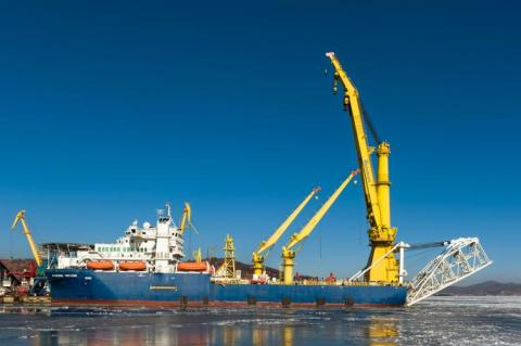 "Pipe-laying vessel ""Academic Chersky"" (copyright by Shutterstock/VladSV)"