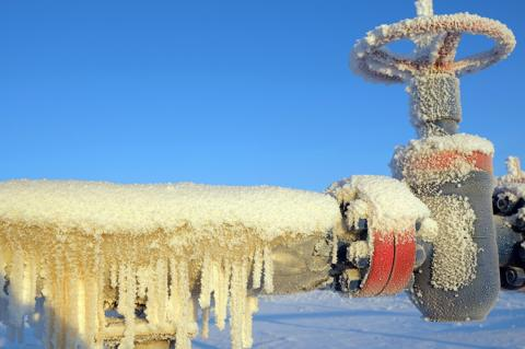 Frozen gas valve and high pressure pipe (copyright by Shutterstock/nenets)