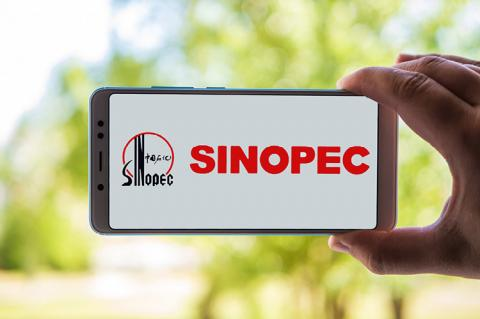 Logo of Sinopec displayed on the screen of the mobile device (copyright by Shutterstock/turbaliska)