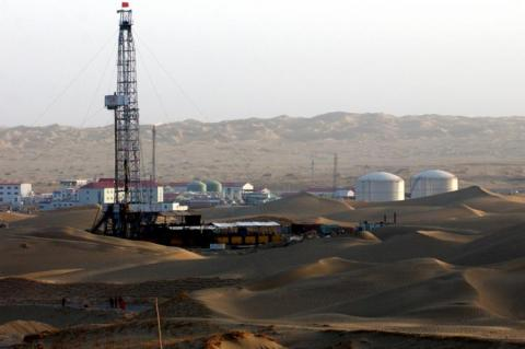 A PetroChina oil well in the Gobi Desert (copyright by PetroChina)
