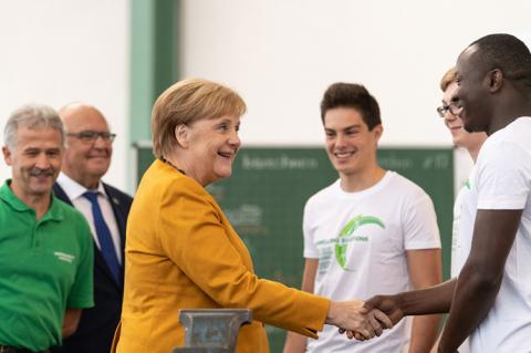 German Chancellor Dr. Angela Merkel in a short chat with apprentices of Herrenknecht (Copyright by Herrenknecht)