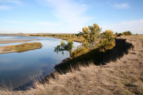 Bend In Missouri River in North Dakota ( iStock.com/sakakawea7 )