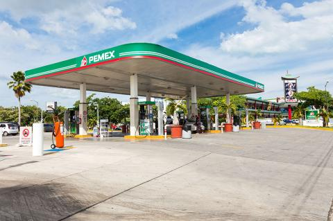 Many gas stations in Mexico are currently closed due to fuel shortage (photopixel / Shutterstock)