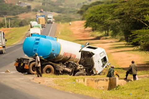 Currently, 700 Trucks Like This One Are On The Roads Between Nairobi And Mombasa. The New Pipeline Makes Them Obsolete ( Philou1000 / Shutterstock)