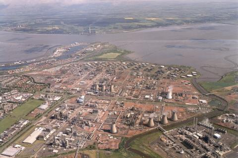 The Grangemouth Oil Raffinery not far from the location of the incident (Copyright by Ineos)