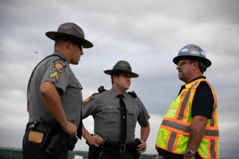 Officers talking to Mariner East 2 foreman during protests (copyright by Shutterstock/Rachael Warriner)