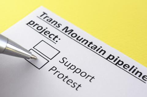 Trans Mountain pipeline project: Protest (copyright by Shutterstock/Yeexin Richelle)