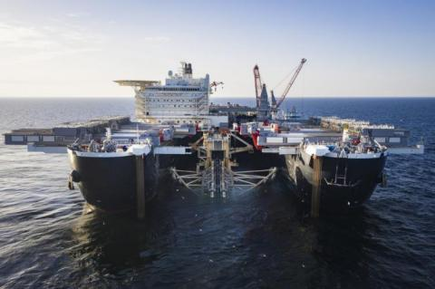The Pioneering Spirit installing the pipeline in swedish waters (copyright by Nord Stream 2 / Axel Schmidt)