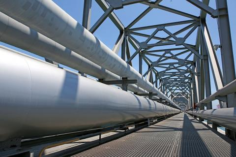 $800 billion energy infrastructure investment over the next 18 years in the US and Canada (tcly / Shutterstock)