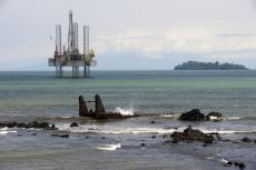 Ambas Bay with oil platform, Limbe, Cameroon  (copyright by Adobe Stock/Reinhard Marscha)