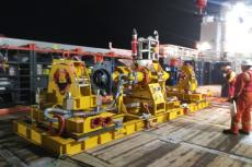 Safely repairing subsea flanges on flexible flowlines with a flexible bridging jumper structure